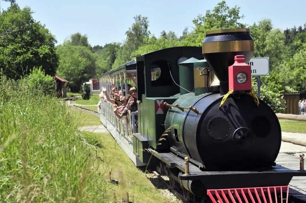 dampfrosseisenbahn-freizeitpark