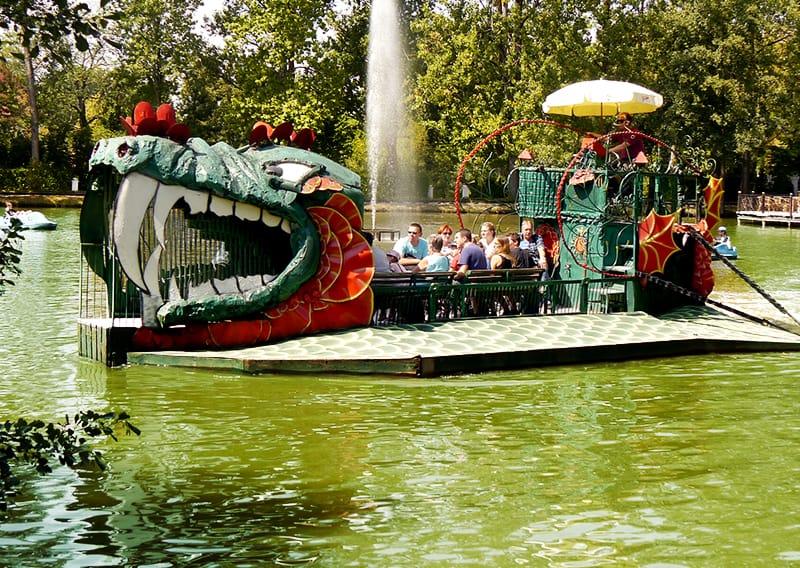 Darstellung drachenboot attraktion